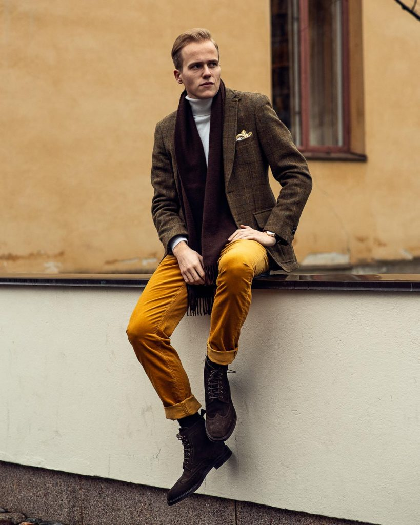 Men's outfit with corduroy trousers, suede boots, tweed blazer and turtleneck sweater